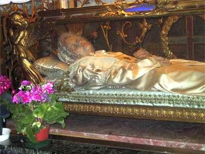 Crisogono_mostholyname.org - szklany sarkofag