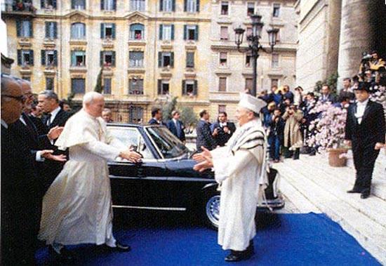 Jan Paweł II i rabin Rzymu_Act May-June2003_traditioninaction.org