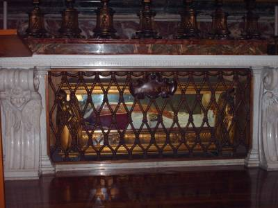 b2ap3_thumbnail_Tomb_of_pope_Pius_X 2