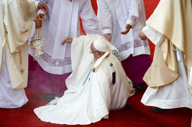 Pope Francis takes a fall during a mass at the Jasna Gora Monastery in Czestochowa, Poland on July 28, 2016. Pope Francis visits Poland for an international Catholic youth festival with a mission to encourage openness to migrants. / AFP PHOTO / FILIPPO MONTEFORTEFILIPPO MONTEFORTE/AFP/Getty Images