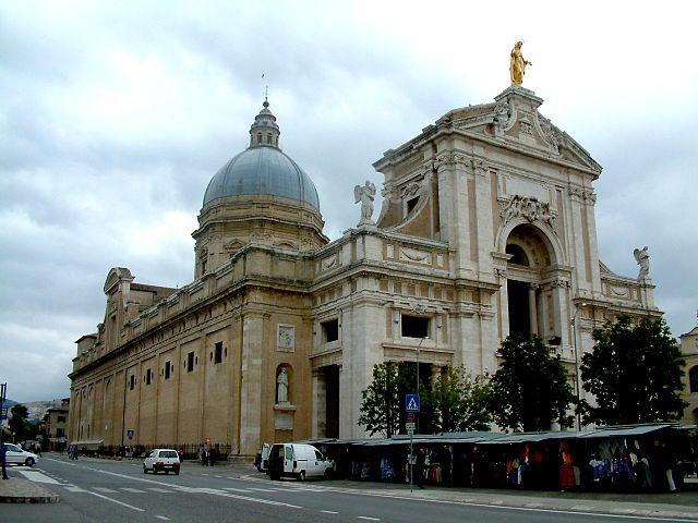 1. Basilica Papale of Santa Maria degli Angeli_Santa_Maria_degli_Angeli_Asyż_upload.wikimedia.org
