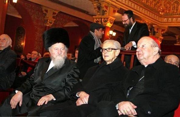 7 macharki-dziwisz w synagodze-original