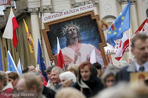manifestacja-zwolennikow-intronizacji-jezusa-chrys